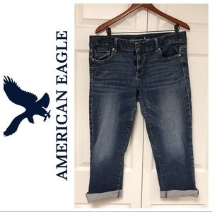 AMERICAN EAGLE ARTIST CROP JEANS size 16